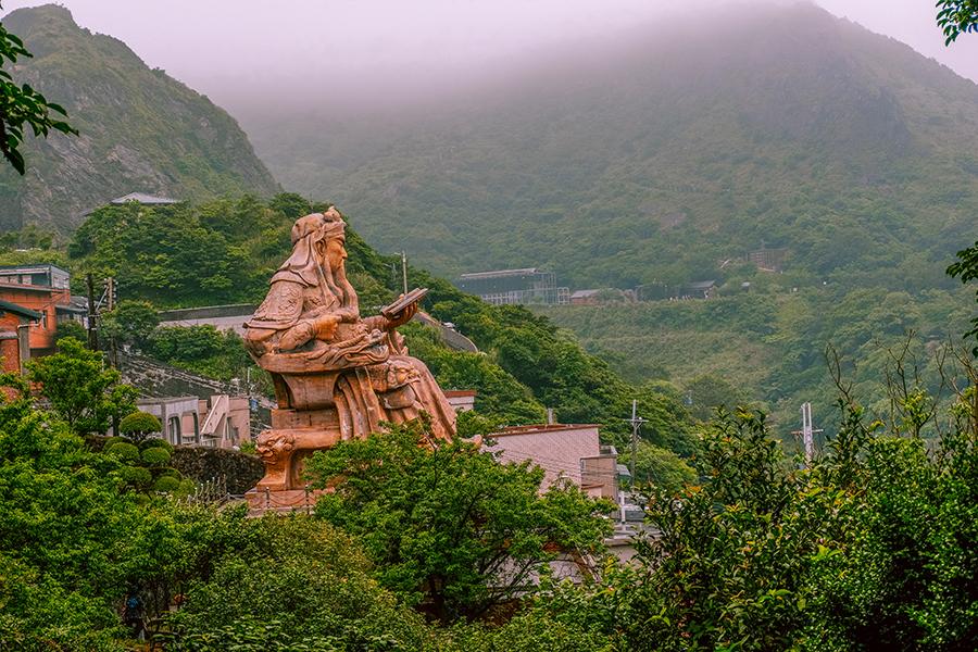 jinguashi gold ecological park guan yu statue